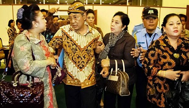 Digugat Putri Sulung Rp2,1 M, Raja Surakarta Ancam Usir Sang Putri ...